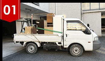 回収品を積んだトラック