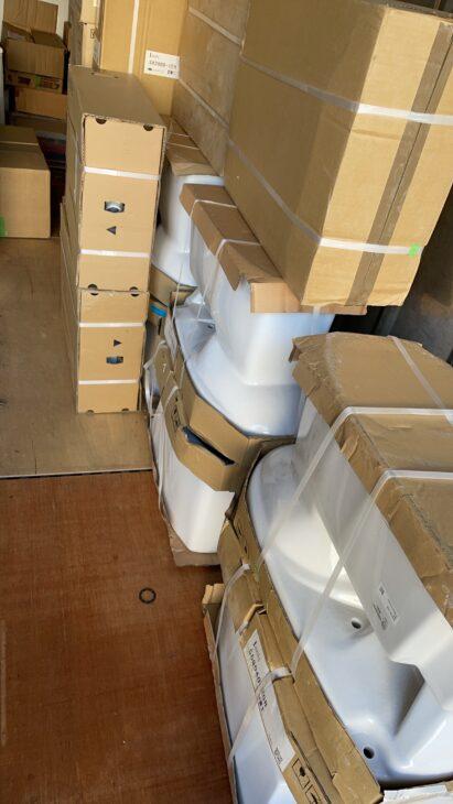 未使用品のトイレ、ウォシュレット、TOTOの水栓などを買取させて頂きました。